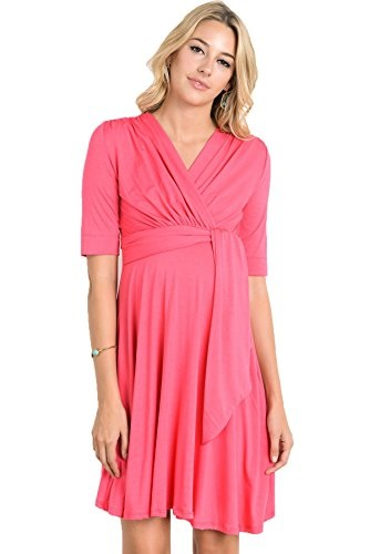 Wrap Maternity Dress in Coral Red with v-neck and short sleeves | Maternity Style #maternitydress