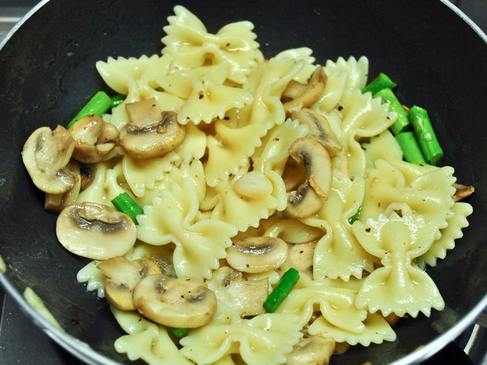 Pasta With Asparagus and Mushrooms recipe 5