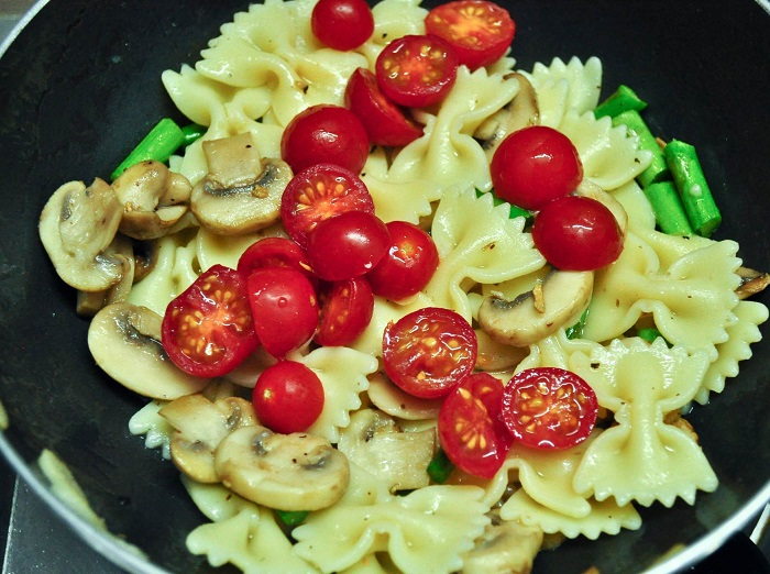 Pasta With Asparagus and Mushrooms recipe 6