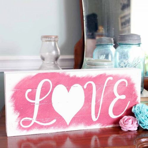 Reversible Wooden Sign for Christmas and Valentine's Day