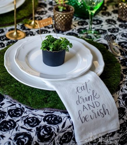 DIY Moss Placemats | DIY St. Patrick's Day Decor Ideas