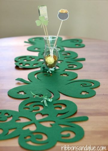 No-Sew Shamrock Table Runner | DIY St. Patrick's Day Decor Ideas