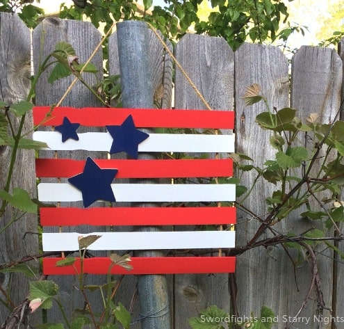15 Minute DIY Patriotic Flag - DIY Patriotic Decor Idea