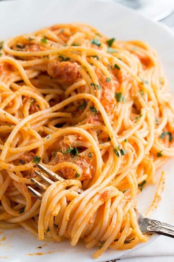 Spaghetti with Skinny Tomato Cream Sauce